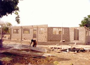 Benin - Chiesa costruzione